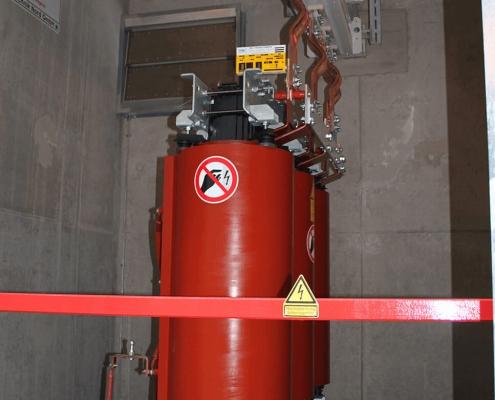 Portfolio IEP: Leibniz Rechenzentrum Trafo mit Stromschienenanschluss